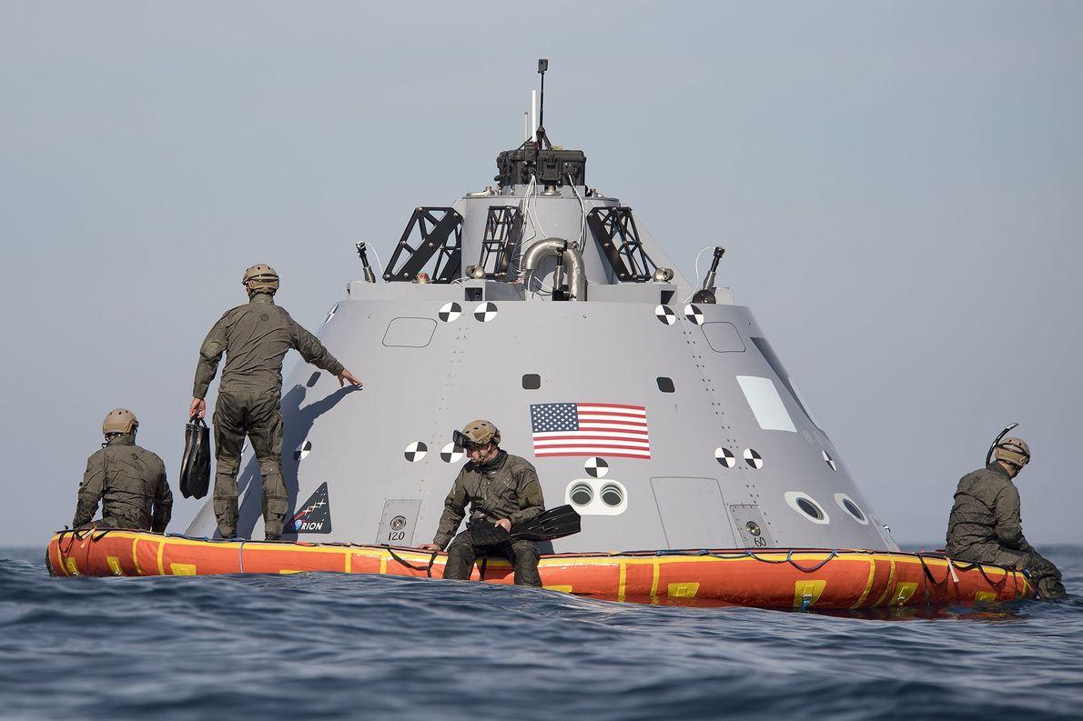 Buceadores de la Armada estadounidense