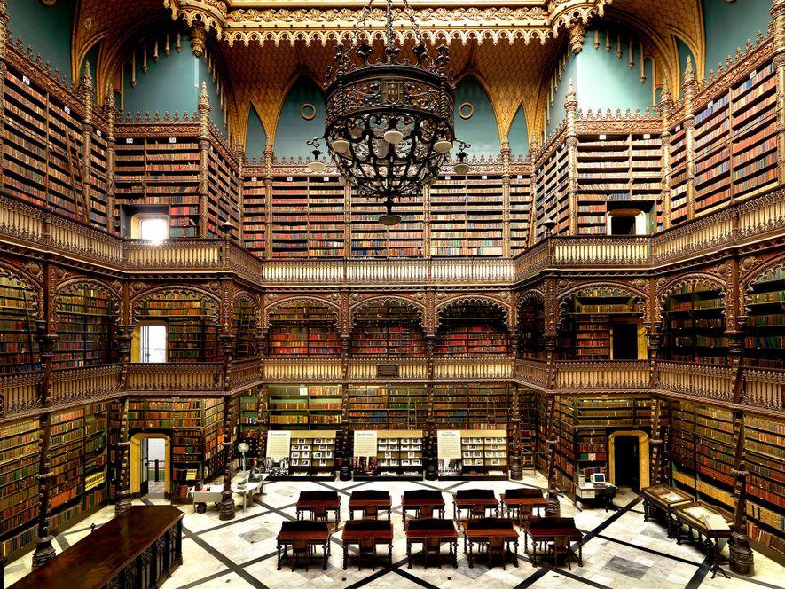El Real Gabinete Português de Leitura, en Río de Janeiro, es un ejemplo de arquitectura neomanuelina, ...