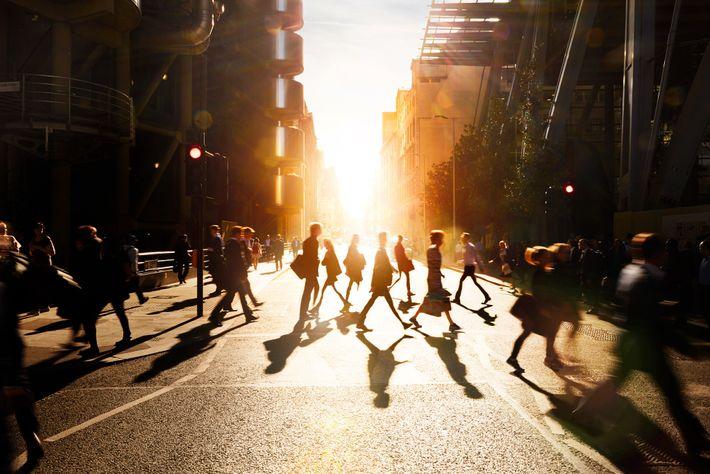 Peatones en una ciudad inglesa