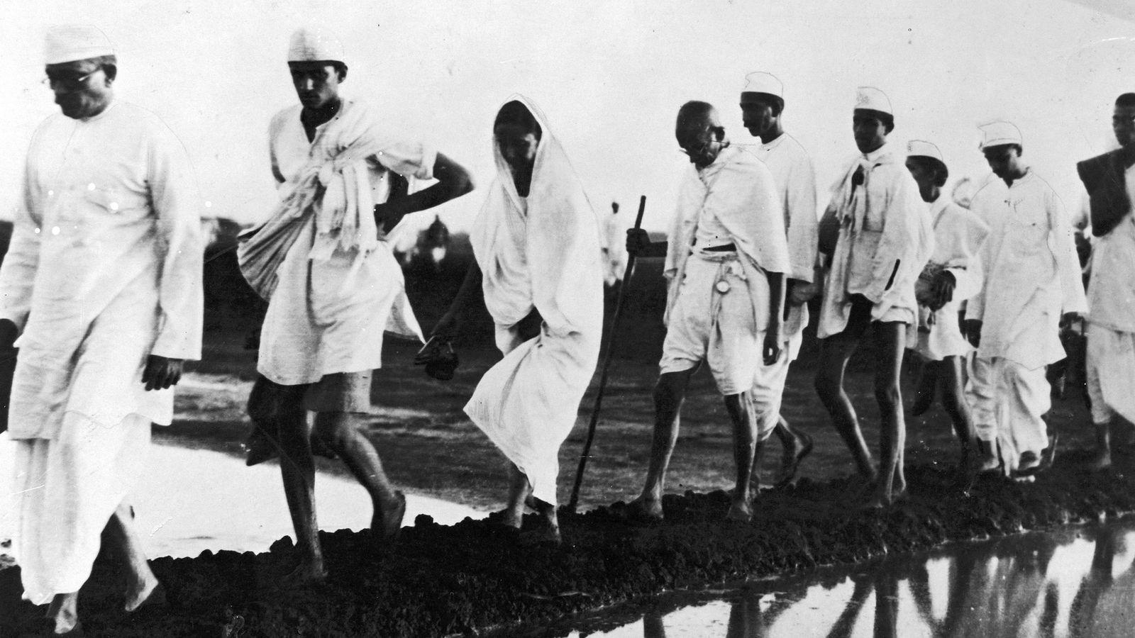 Mahatma Gandhi y sus seguidores
