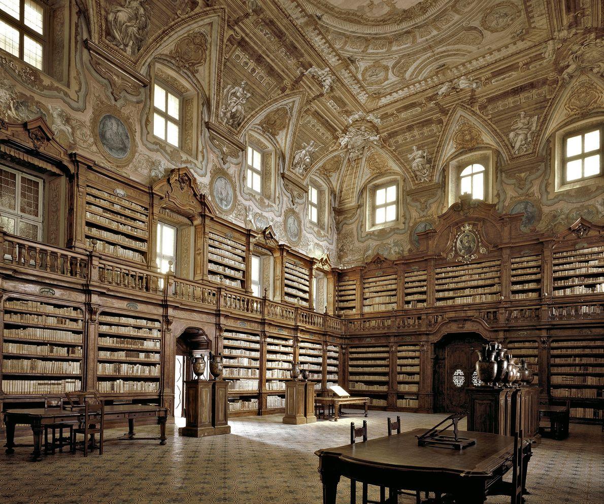 Biblioteca Girolamini, Nápoles, Italia