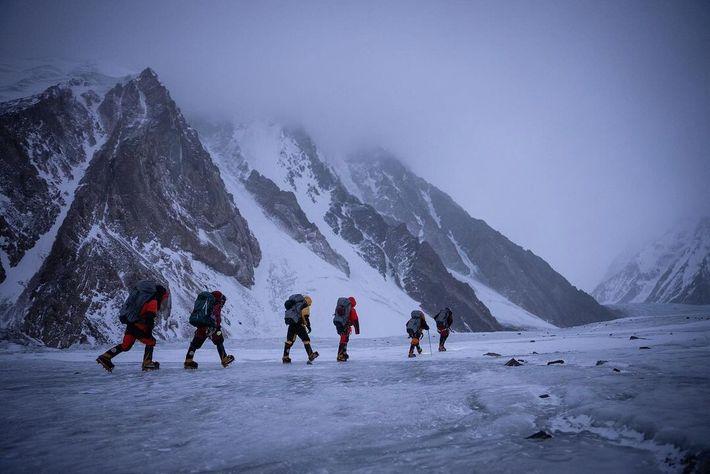 El equipo de escaladores nepalíes