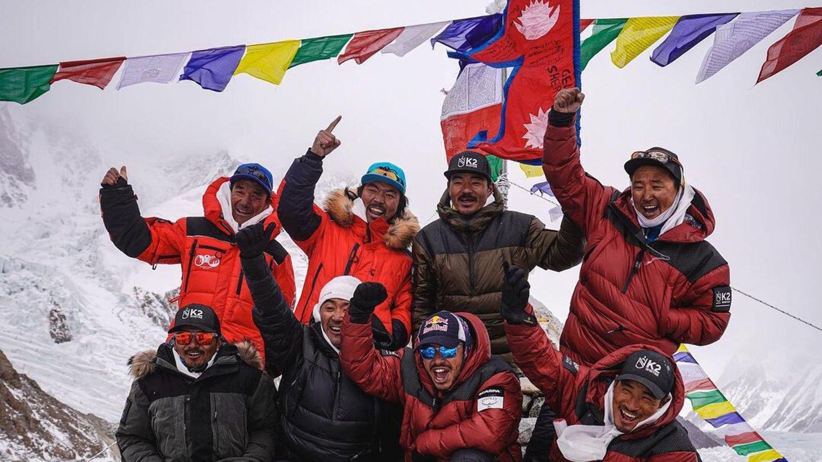 Nirmal Purja y un equipo de alpinistas nepalíes