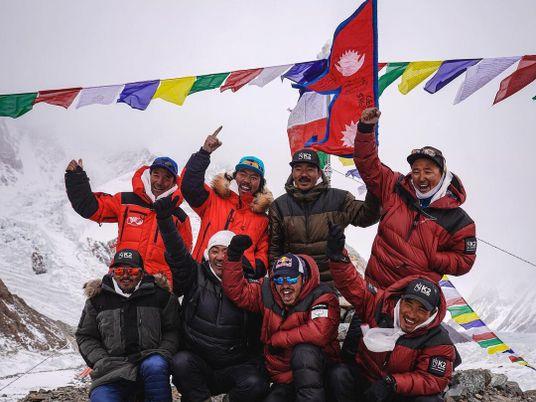 Alpinistas nepalíes hacen historia al lograr el primer ascenso del K2 en invierno