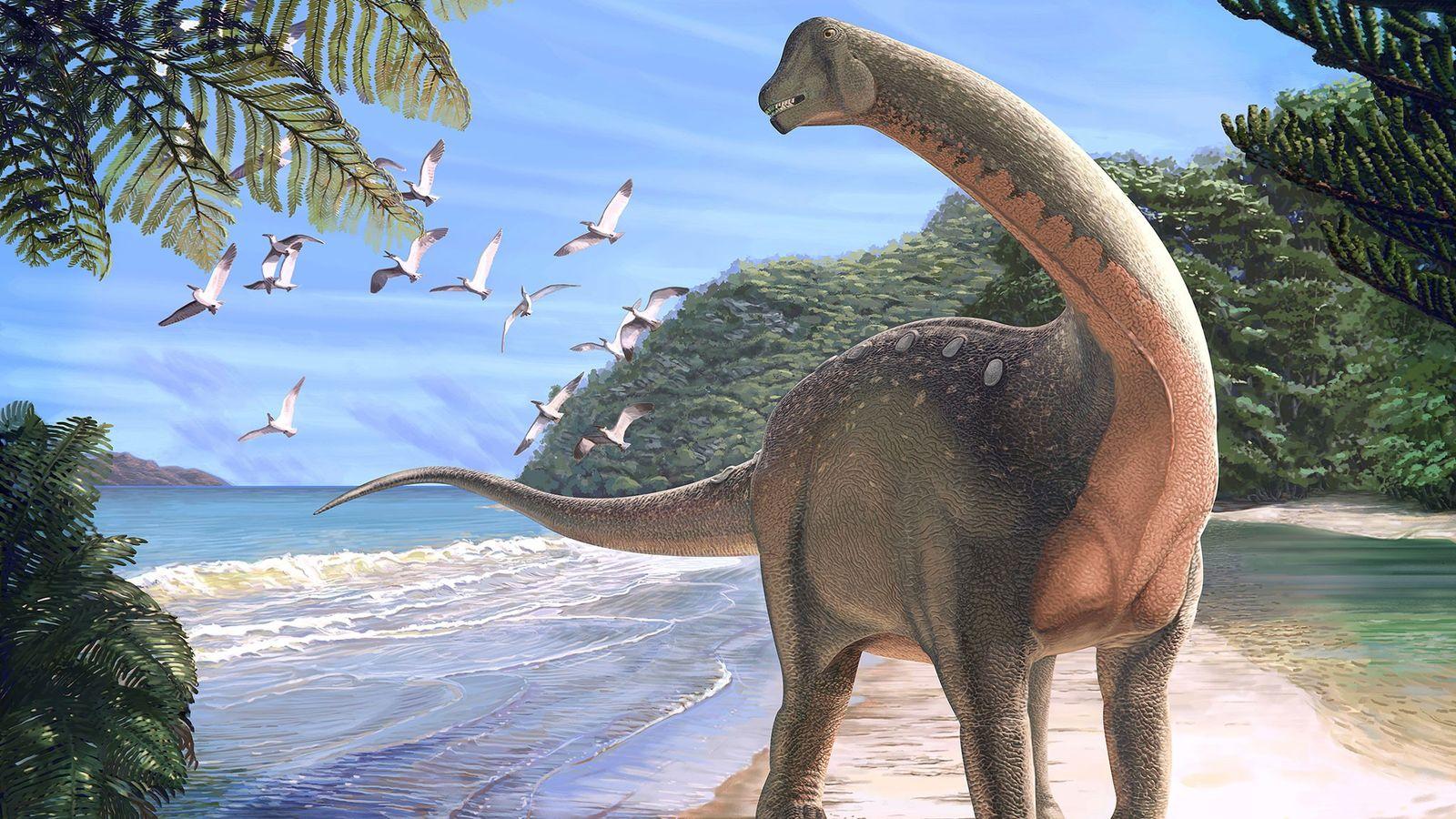 El nuevo dinosaurio titanosaurio Mansourasaurus shahinae en una orilla del actual desierto occidental del Nilo hace ...