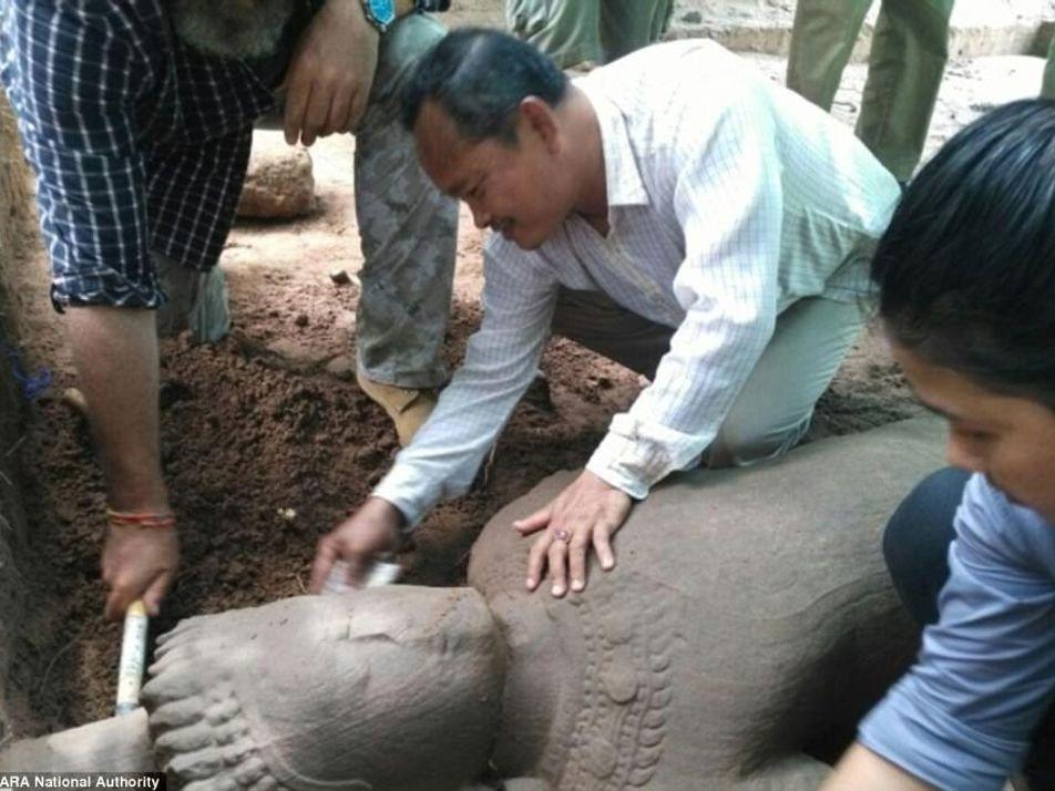 Una antigua estatua ha sido descubierta en Angkor Wat cerca de un hospital del siglo XII
