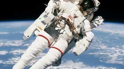 Esta fue la última entrevista a Bruce McCandless, la primera persona en dar un paseo espacial ...