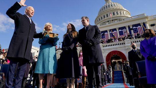 Joseph R. Biden presta juramento