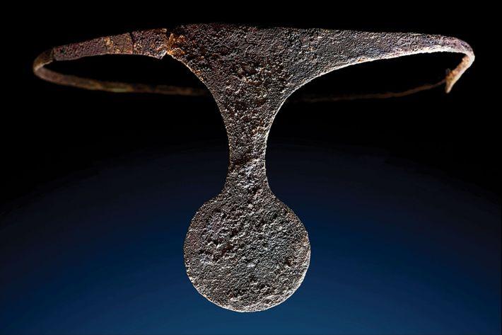 Diadema de plata descubierta en La Almoloya