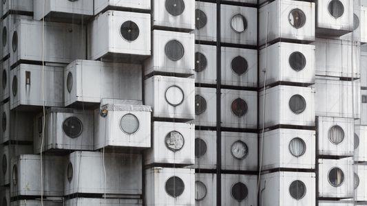 La vida en 10 metros cuadrados en la torre de cubículos Nakagin
