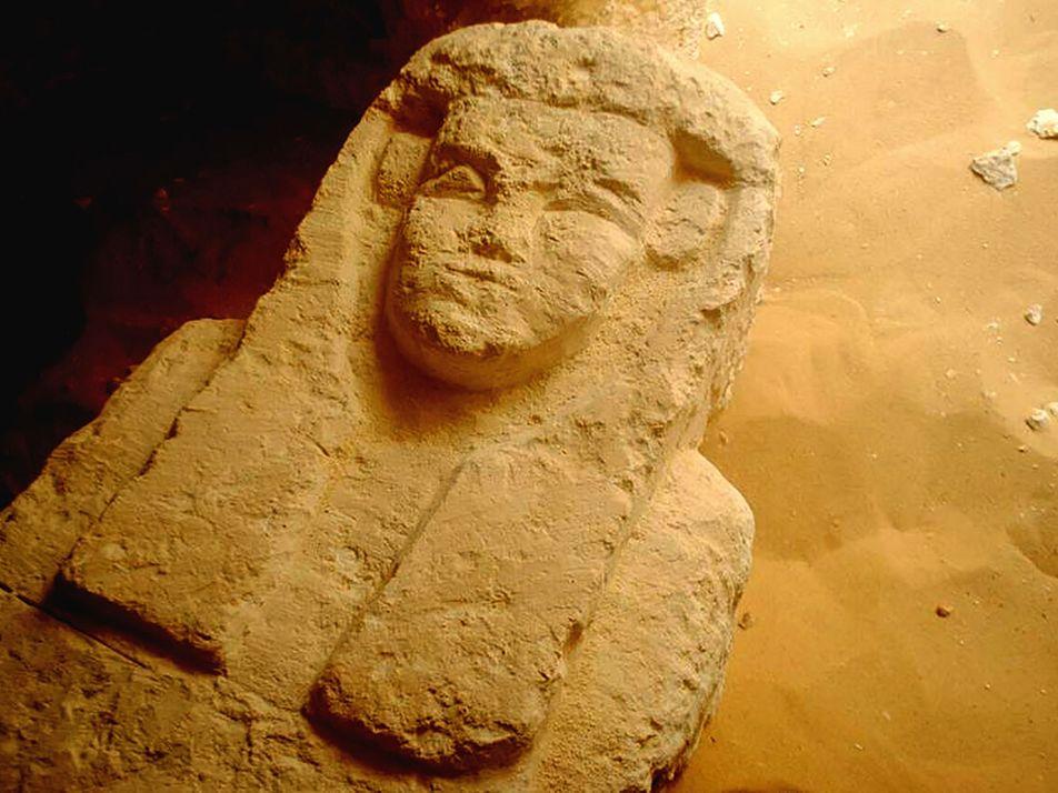 Fotografías de antiguas tumbas egipcias descubiertas en al-Kamin al Sahraw