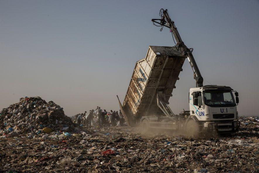 Los plásticos de la Franja de Gaza: una condena y una bendición