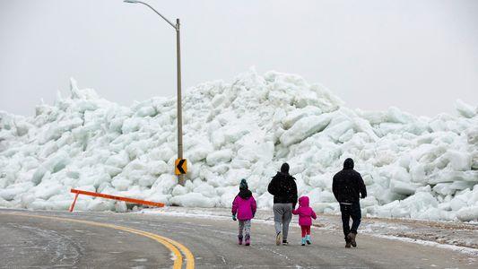 Un «tsunami de hielo» afecta a las costas del lago Erie