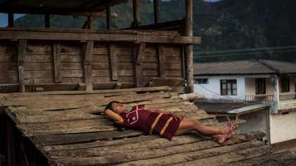 Las mujeres trans indígenas que han encontrado un refugio en las plantaciones de café de Colombia