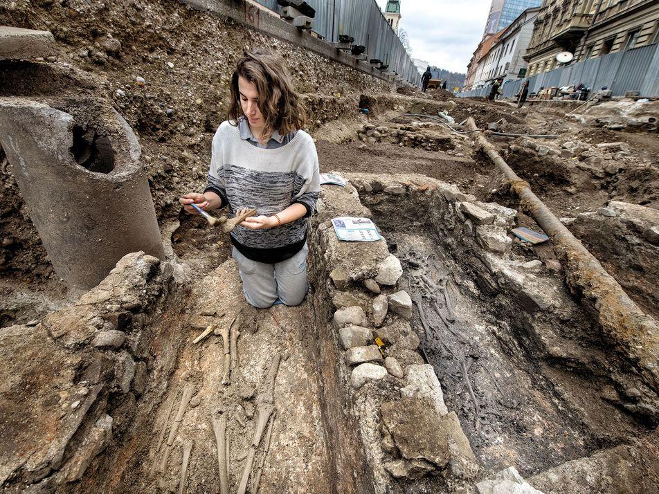 ¿Quién era esta misteriosa mujer enterrada en un cementerio cristiano de Eslovenia?