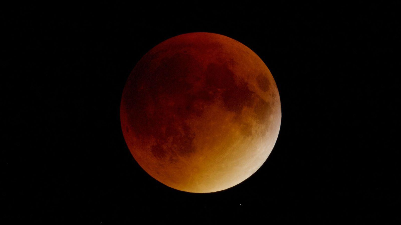 Un eclipse lunar total