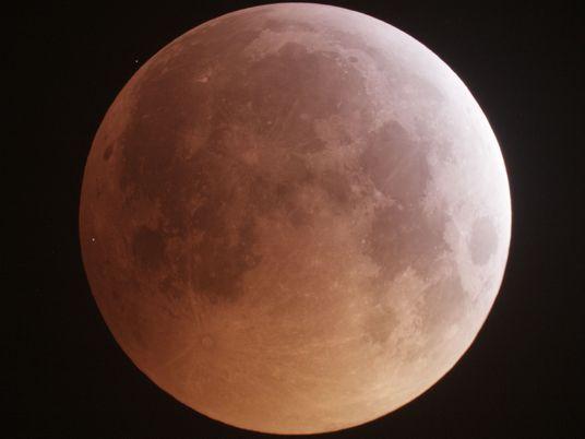 Graban el impacto de un meteoro en la luna durante el eclipse de luna de sangre