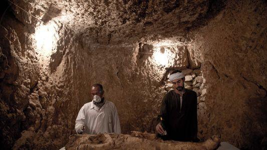 Descubierta una momia durante la excavación de dos tumbas egipcias de 3.500 años