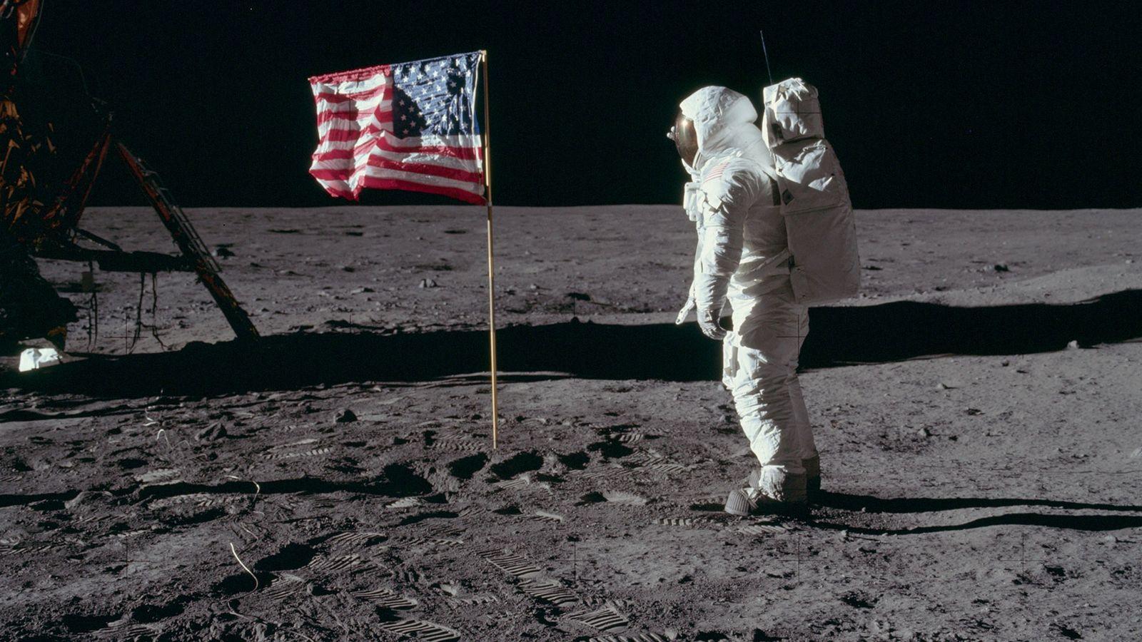 Ponte en la piel de los astronautas de las misiones Apolo con estas 32 fotografías