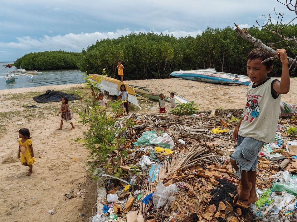 Estas comunidades convierten redes de pesca descartadas en moqueta