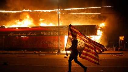 Las fotografías pueden mostrar la complejidad de las protestas, pero también perpetuar viejas mentiras