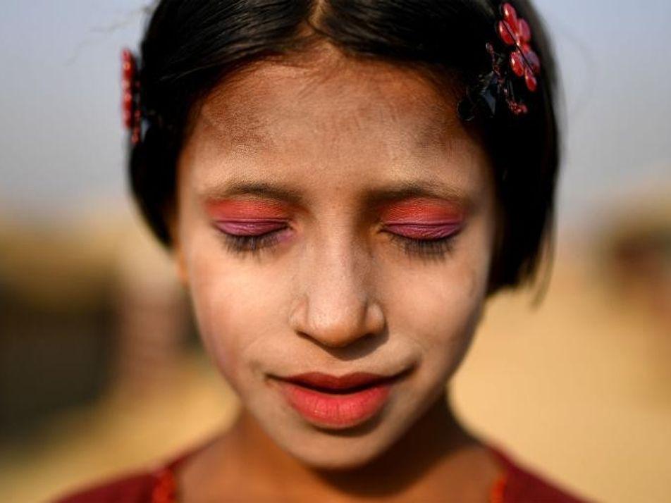 Las refugiadas rohinyás se aferran a su identidad mediante el maquillaje tradicional