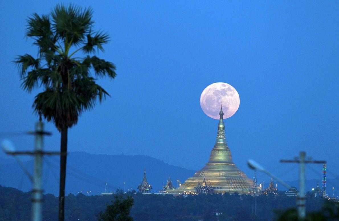 Superluna en Birmania