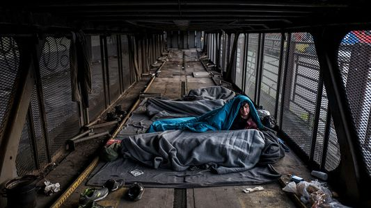 Miles de niños refugiados permanecen atrapados a las puertas de Europa