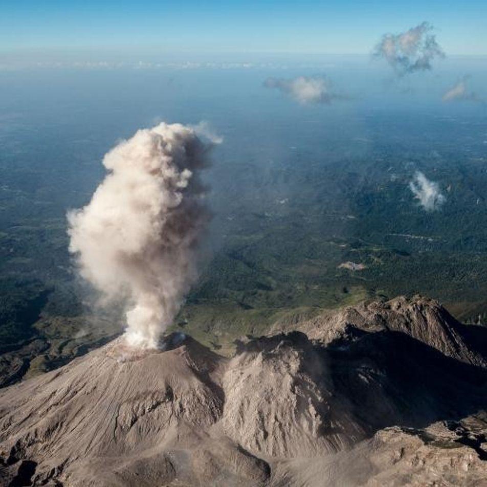 ¿Por qué investigan estos exploradores un enigmático sistema volcánico en Guatemala?