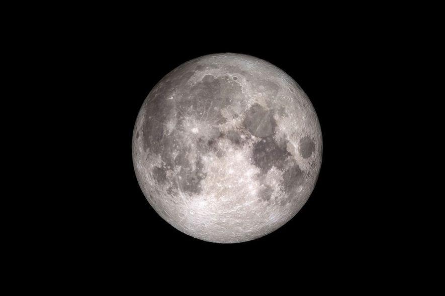 ¿Sabías que la Luna esconde más agua de la que pensábamos?
