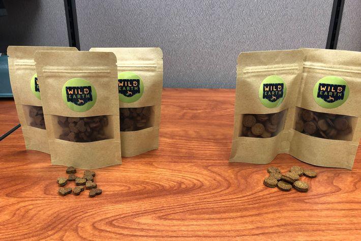 Bolsas de aperitivos para mascotas de Wild Earth