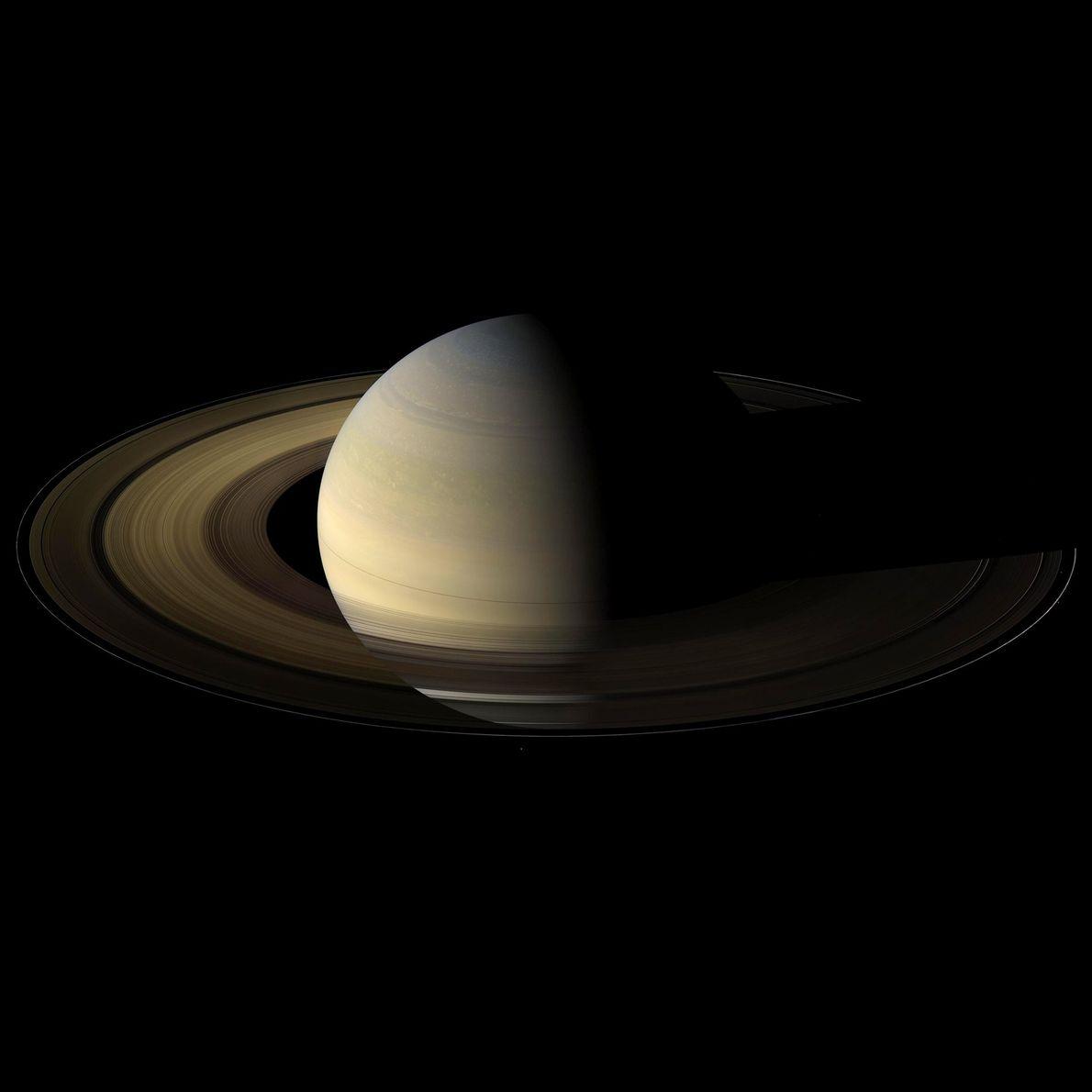 Saturno, por Cassini