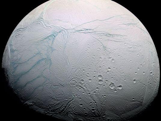 Encélado, la luna helada que podría albergar vida