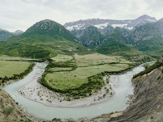 ¿Arruinarán las presas uno de los últimos ríos salvajes de Europa?