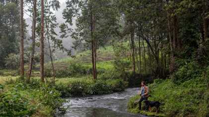 Este fotógrafo encontró la paz pescando en los ríos de las tierras altas de Kenia