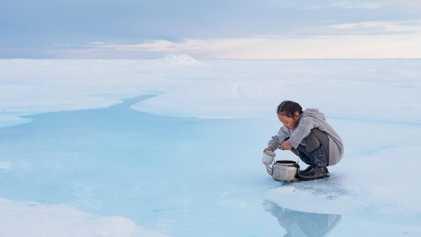 Ante el deshielo, los inuits luchan por mantener viva su cultura