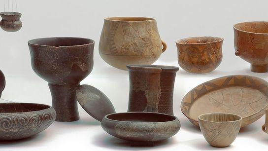 Este conjunto de vasijas de cerámica de Neolítico representa el tipo de recipientes analizados para un ...