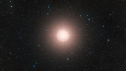 Pese a su oscurecimiento, Betelgeuse no va a explotar como supernova