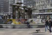 Alexanderplatz, una plaza pública en el centro de Berlín, está prácticamente desierta el jueves, 21 de ...