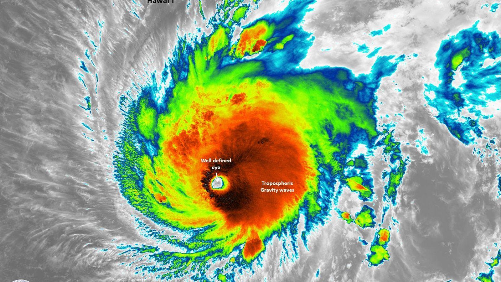Imagen por satélite del huracán Lane