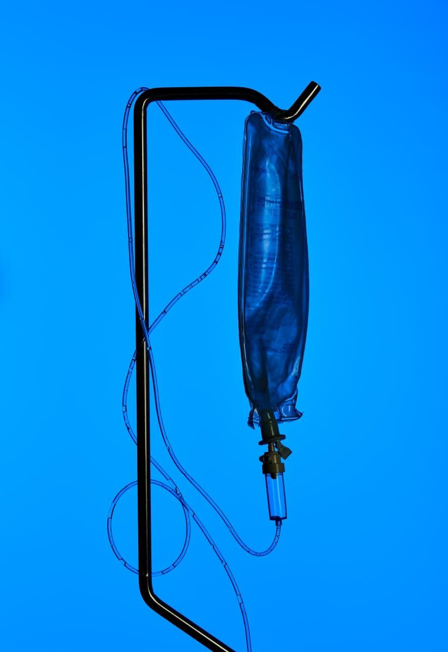 El plástico de un solo uso está presente en gran parte del instrumental médico.