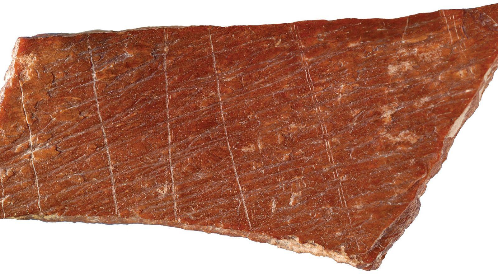 Fragmento de hueso grabado