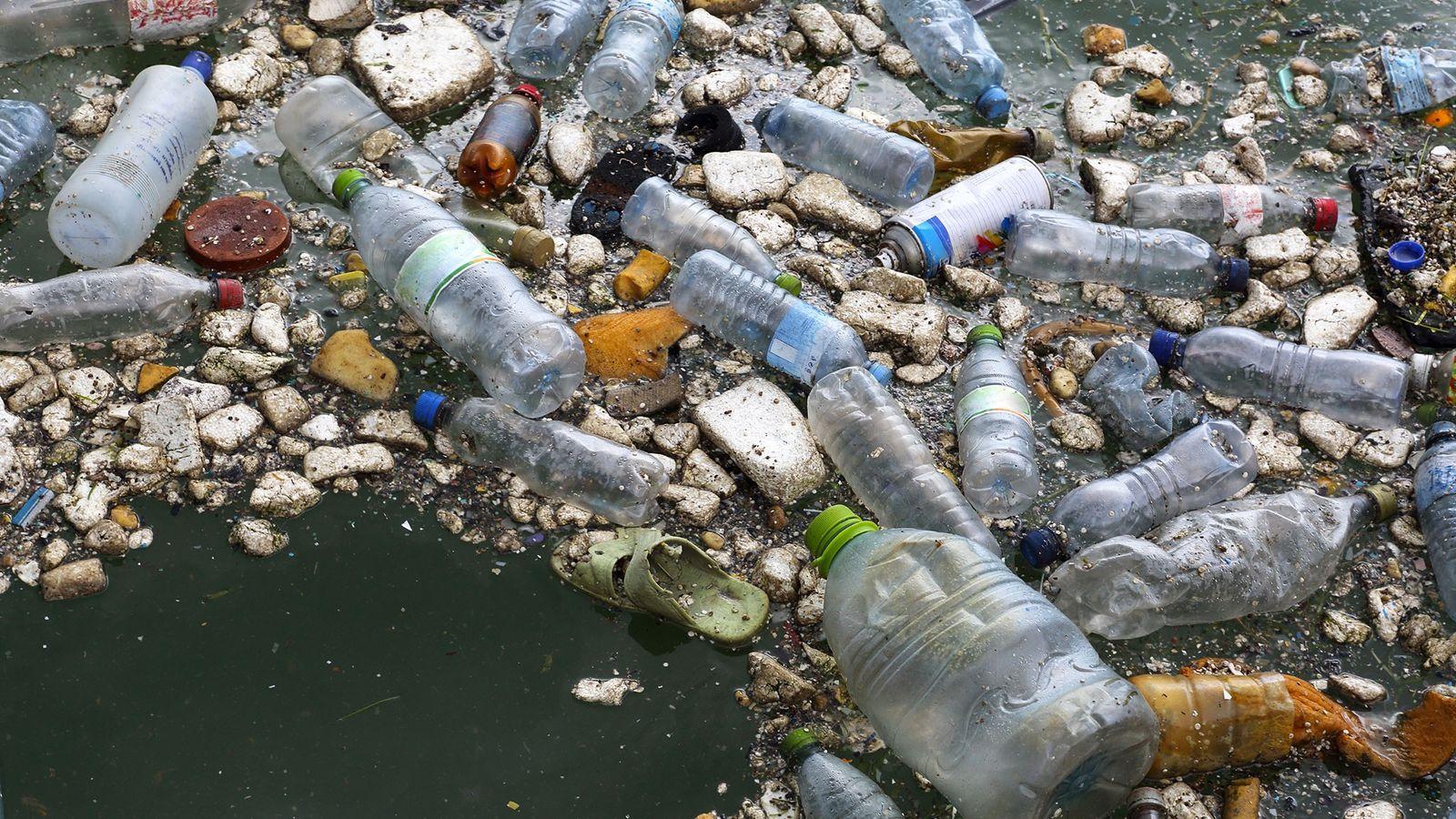 Restos de plástico en el mar