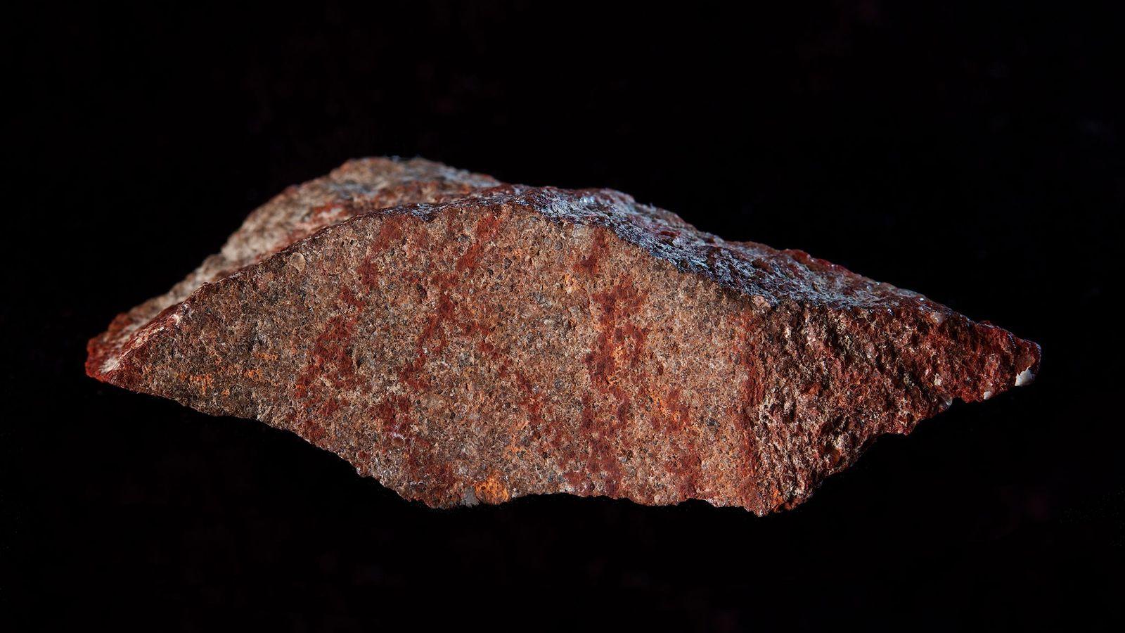 Fragmento de piedra pintado