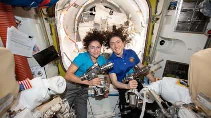 El paseo espacial de solo mujeres pone el acento en el diseño de los trajes espaciales