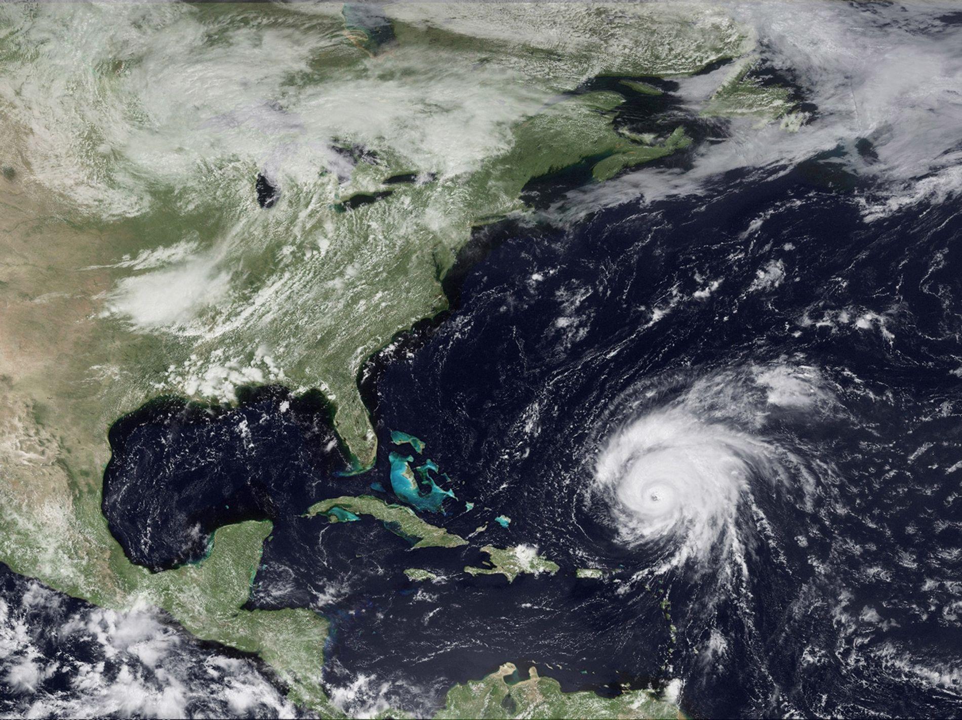 Para generar estos fenómenos, deben producirse tormentas enormes en un área con la configuración geológica adecuada. Por ejemplo, el huracán Bill, que vemos en una imagen por satélite de 2009, provocó estos fenómenos a su paso por Georges Bank, en la costa de Nueva Inglaterra, Estados Unidos.