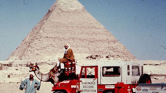Foto del colega de Albert Podell a camello en Guiza.