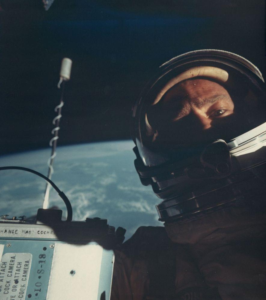 Durante la misión Gemini 12 de 1966, Buzz Aldrin se convirtió en la primera persona en hacerse un selfi espacial.
