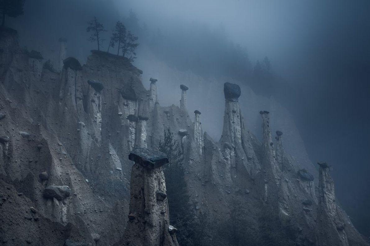 Tercer puesto: Naturaleza   Estas torres de arena naturales, coronadas por piedras enormes, se llaman las pirámides de …