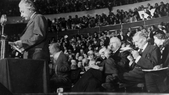 """Einstein habla durante una clase de """"Ciencia y Civilización"""""""